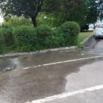 VELIKI KVAR NA VODOVODNOJ MREŽI U centru Prijedora voda izvire na nekoliko mjesta iz zemlje