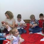 U dom zeničkog paroha Marka Maleša pored troje djece stigle trojke! (VIDEO)