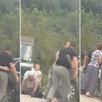 STRAVIČNU SCENU GLEDALO DIJETE Zbog parkinga krenuo na ženu S KOCEM U RUCI (VIDEO)
