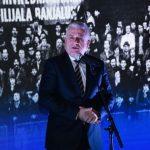 Mile Kovačević se igra i poigrava sa fudbalom Republike Srpske