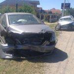 U direktnom sudaru dva automobila poginula žena