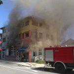BUKTINJA U BIHAĆU Gori porodična kuća, na terenu vatrogasci, policija i Hitna pomoć