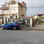 "AUTOMOBIL U POTPUNOSTI IZGORIO Vatra ""progutala"" BMW u Banjaluci, policija TRAŽI UZROK"