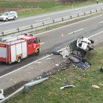 Kamion se zakucao u kombi, troje poginulo; Ljekari se bore za preživjele (FOTO/VIDEO)