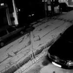 JEZIV SNIMAK NESREĆE Automobil sa prikolicom pokosio djevojku, ostala da leži na ulici (VIDEO)
