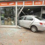 Djevojka koja se automobilom uletjela u izlog otkrila kako je došlo do nezgode (VIDEO)