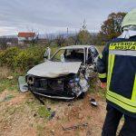 TEŽAK SUDAR Vatrogasci izvlačili povrijeđenog vozača iz smrskanog auta (FOTO)