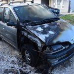 """GORIO AUTOMOBIL TOKOM NOĆI Zapaljen """"reno"""", policija radi na rasvjetljavanju slučaja"""