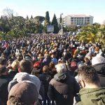 Hiljade ljudi na litiji u Baru koju predvodi mitropolit Amfilohije (FOTO)