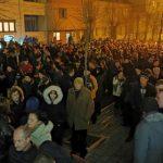 Sila u Pljevljima: Cijeli grad brani svetinje (FOTO i VIDEO)