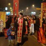 Mitropolit Amfilohije predvodi desetine hiljada ljudi ulicama Podgorice (VIDEO)