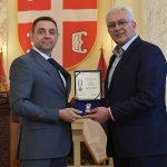 Srbija odlikovala Andriju Mandića zbog odbrane zemlje