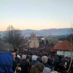Hiljade ljudi u Beranama: Raširena trobojka duga 100 metara (FOTO/VIDEO)