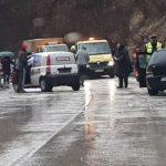 Tri osobe povrijeđene u sudaru dva automobila
