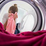 Zašto u VEŠ MAŠINU treba stavljati tenisku lopticu, a obuću NIKADA! Ekspert otkriva SEDAM sjajnih caka za pranje veša!