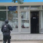 PRIJETIO DA ĆE IH UDAVITI U RIJECI Prijava protiv policajca zbog neprofesionalnog ponašanja