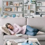 Izbjegnite ih: Ovo su najnezdravije navike koje ljudi praktikuju kada su kod kuće!