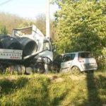 Jeziva saobraćajka; Jedno lice povrijeđeno u sudaru kamiona i Renoa