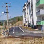 """""""KO JE DOŠAO NA OVAKO GENIJALNU IDEJU"""" Elektro stub usred kolovozne trake (VIDEO)"""
