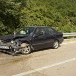 Tri osobe povrijeđene u teškom sudaru dva automobila
