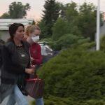 STARLETA SA LISICAMA NA RUKAMA Isplivao snimak Tijane Ajfon ispred policijske stanice (VIDEO)