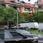 Žena skočila sa zgrade naočigled policije i vatrogasaca (VIDEO)