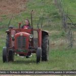 Djevojčica za primjer: Željana ima 11 godina, vozi traktor, hrani stoku i završava školske obaveze