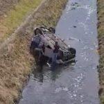 Sa dvoje djece sletio u kanal i prevrnuo se na krov