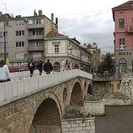 Zašto srpski političari brane grad iz kojeg su Srbi otjerani?