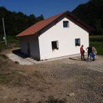 Dječak Dejan Zorić sa porodicom u novoj kući (FOTO)