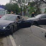 Sudar dva automobila, vatrogasci sjekli lim da bi izvukli vozača