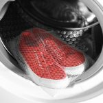 Da li perete patike u veš mašini? Evo kako da ne uništite omiljene farmerke i obuću