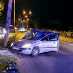 """Stradao vozač """"pežoa"""" nakon što je udario u stub ulične rasvjete"""