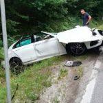 Otkačila se prikolica kamiona i udarila auto, jedna osoba poginula