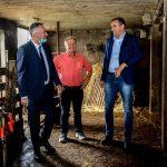 Ministar Pašalić i Dalibor Pavlović sa delegacijom GrO SNSD- a posjetili proizvođače mlijeka u selu Krivaji (FOTO)