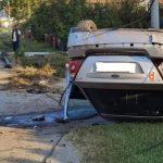 Fordom udario u stub i prevrnuo se na krov