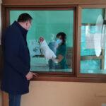 Gradonačelnik Pavlović darovao prvu bebu rođenu u 2021. godini (FOTO)