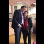 """""""Iako je ljudina, u njenom srcu još je dijete"""": Milorad Dodik zapjevao sa majkom (VIDEO)"""