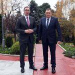 Vučić uručuje Dodiku respiratore i medicinsku opremu