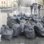 RAT SMEĆEM Aktivisti SNSD čiste Banjaluku i prozivaju PDP (FOTO,VIDEO)