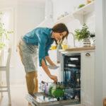DA KAŠIKE I VILJUŠKE BLISTAJU: Neobičan trik za čišćenje escajga u mašini za sudove
