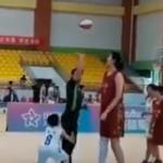 KINESKA KOŠARKAŠICA ZAPANJILA SVET! Ima 14 godina i visoka je kao Boban Marjanović, u finalu postigla 42 poena! (VIDEO)