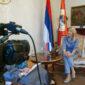 DRUGAČIJA PERSPEKTIVA Željka Cvijanović se tokom izjava političkih lidera našla u društvu novinara (FOTO)