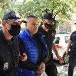 Veljović sa lisicama na rukama doveden u zgradu Osnovnog suda na Cetinju: Privele ga doskorašnje kolege (VIDEO)