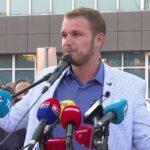 """Stanivuković """"džentlmenski"""" novinarku ATV-a izložio linču mase koju je okupio (VIDEO)"""