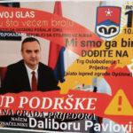 """""""Pokažimo da STOJIMO IZA NJEGA"""" Grupa građana u Prijedoru plakatima poziva na skup podrške gradonačelniku Pavloviću (FOTO)"""